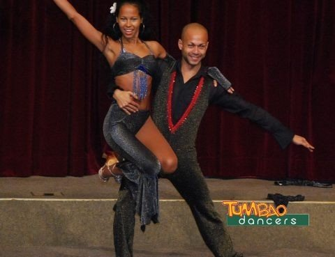 Salsa Tänzerin und Salsa Tänzer