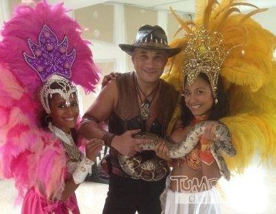 Samba Girls mit Schlange